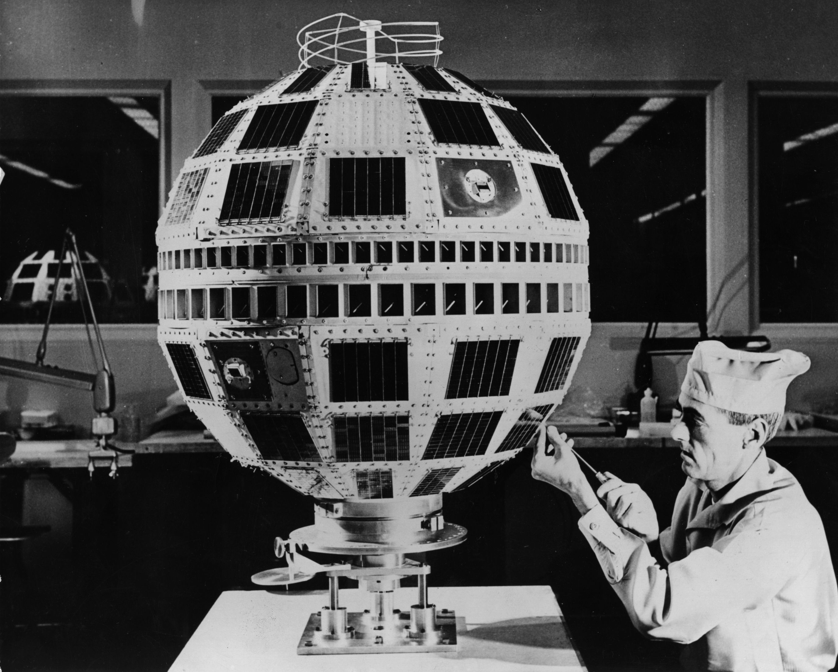 An engineer at work on a Project Telstar active communication satellite, in a surgically clean environment at the Bell Telephone Laboratory, New Jersey.   (Photo by Fox Photos/Getty Images)